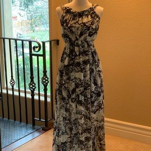Dresses & Skirts - ♦️SOLD♦️Gorgeous full length dress♦️SOLD♦️